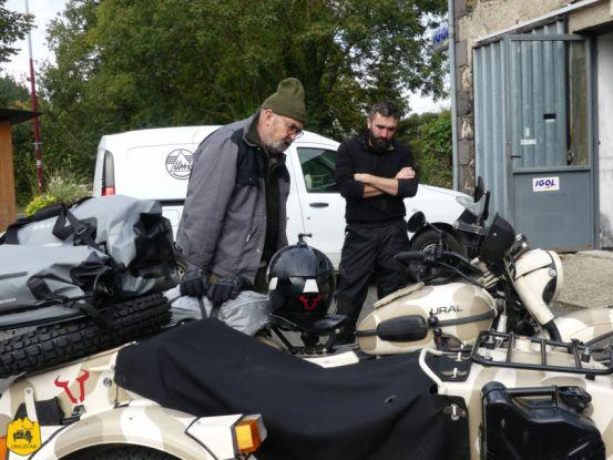 Dan et Jérémy au garage Est-Motorcycle - Ruralistan tour - Uralistan
