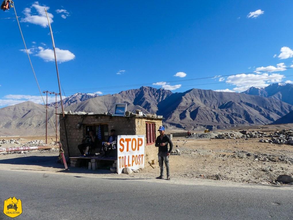 Check-point sur la route entre Kargil et Leh, Ladakh en Inde