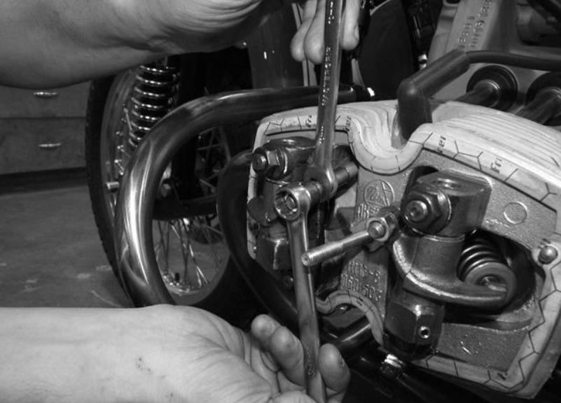 Réglage jeux aux soupapes, faire l'entretien de son sidecar Ural