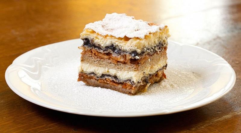 Gastronomie Slovène, plat traditionnel de Slovénie : dessert gibanica