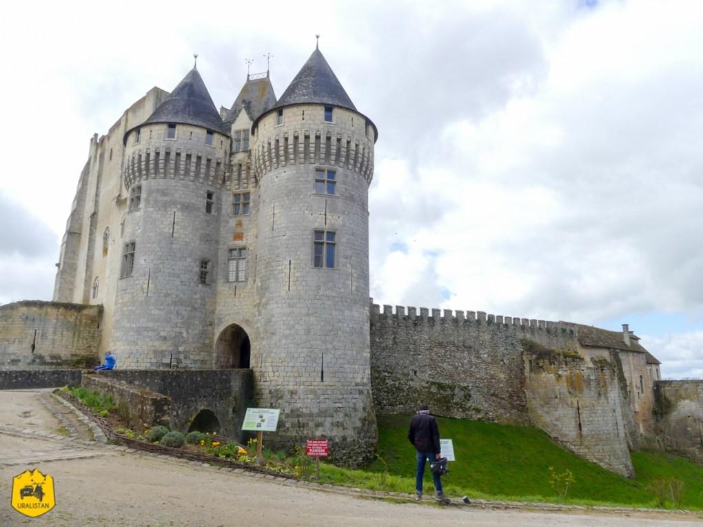 Château de Nogent Le Rotrou, Road trip moto dans le Perche - URALISTAN