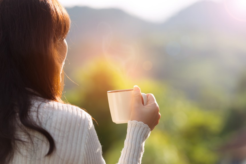 3 Major Reasons Why Moms Should Cut Back on Caffeine (And How to Do It)