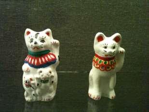 마네키네코 (招き猫)