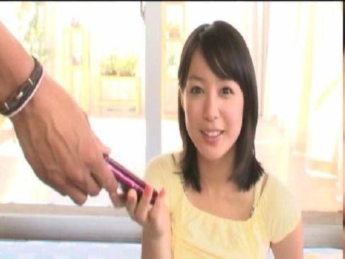 清純系黒髪美少女が電話で友達と会話させられている最中におまんこをハメられる裏ビデオ動画無料