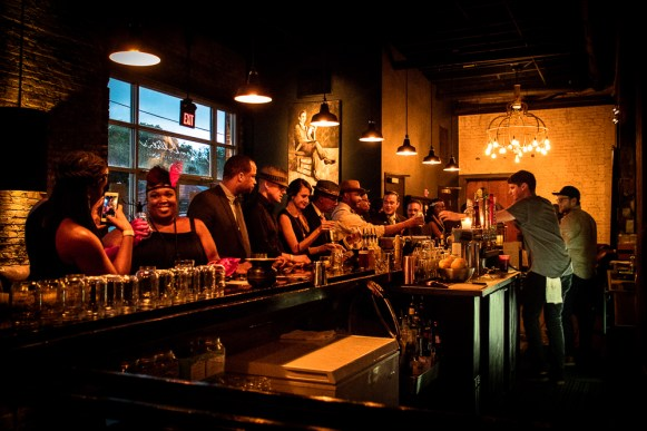 nashbash-speakeasy-august-2016-the-bar-and-guests