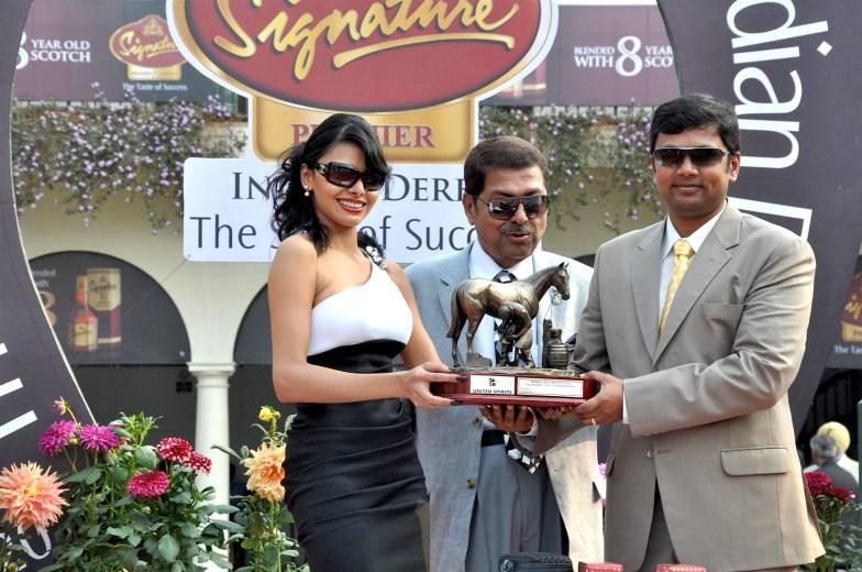 Sherlyn Chopra presents 'The McDowell No 1 Platinum Trophy' 01