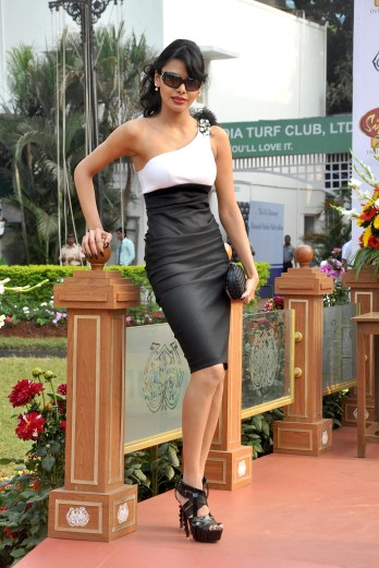 Sherlyn Chopra presents 'The McDowell No 1 Platinum Trophy' 04