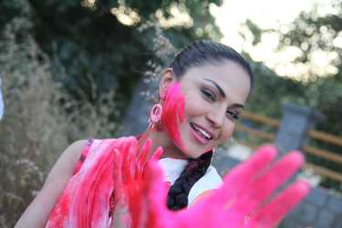 Veena Malik Playing Holi19