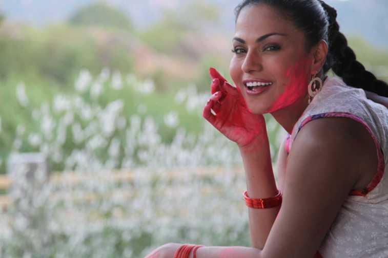 Veena Malik Playing Holi33