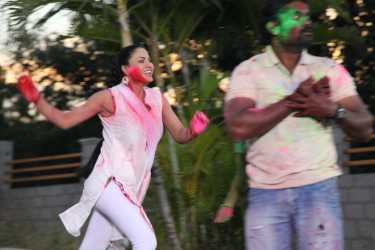 Veena Malik Playing Holi39