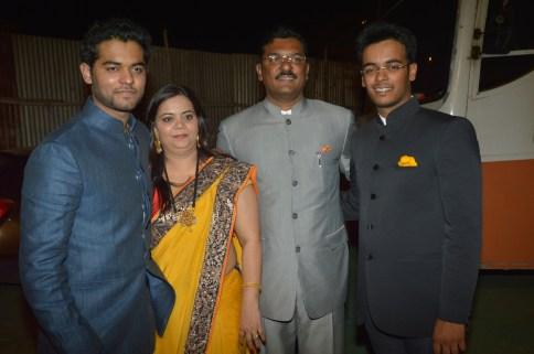 Vihang and Purvesh with dad Pratap Sarnaik and mother