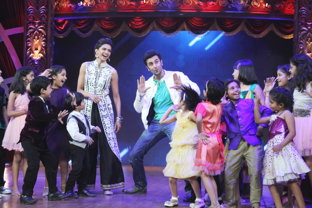 Ranbir and Deepika dance with the Top 16
