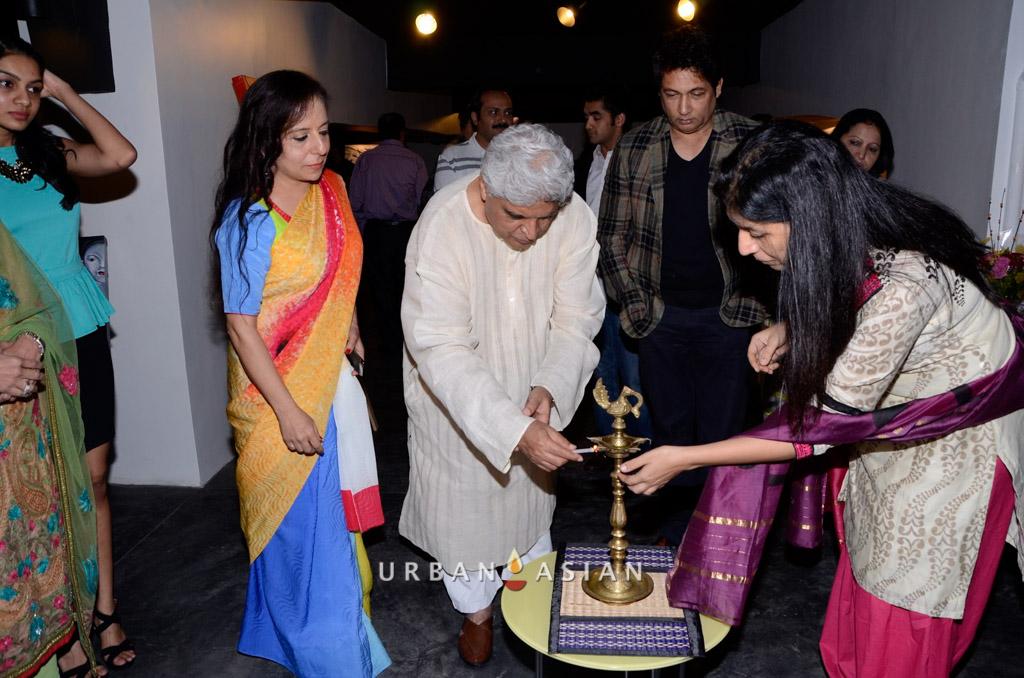 130613_192506Javed Akhtar And Shekhar Suman With Sangeeta Babani At The Opening Of Myriad Feelings