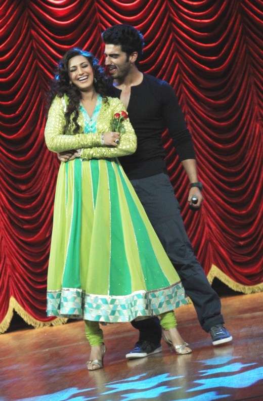 Arjun dancing with Sonali