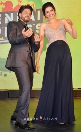 130703_222449Shahrukh Khan With Deepika Padukone At Music Launch