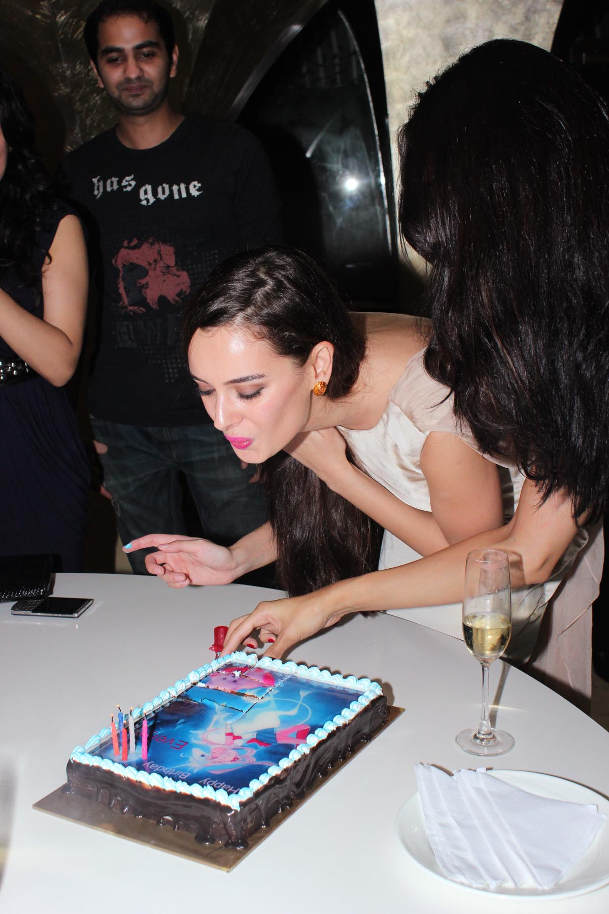 Evelyn Sharma birthday party - Pic 6
