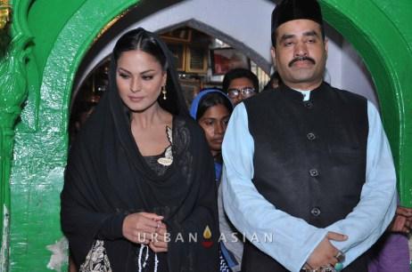130726_183252Veena Malik At Hazrat Nizamuddin Dargah In Delhi17