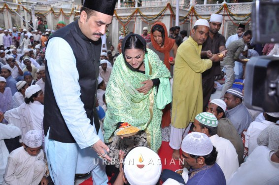 130726_185000Veena Malik At Hazrat Nizamuddin Dargah In Delhi8