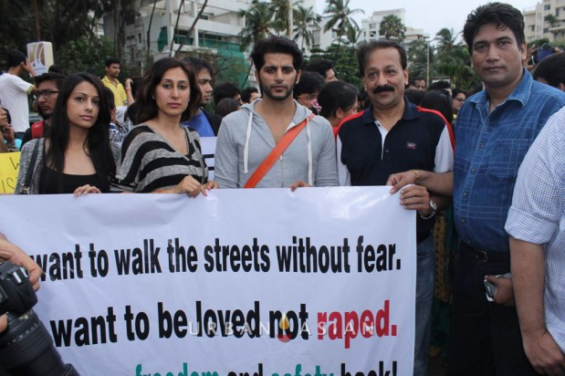 130825_175831Actor Karanveer Bohra with his Wife Teejay Sidhu MLA Baba Sidhique and Producer Satish Reddy Protest against rape case_