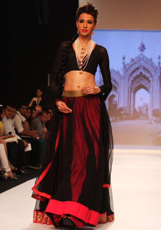 Model Alesia Raut in a bejeweled Satlada by Designer Moni Agarwal at IIJW 2013_1