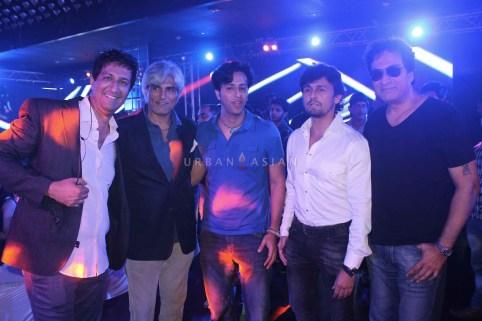 Sulaiman Harindra Singh Salim Sonu Nigam And Talat Aziz At Party