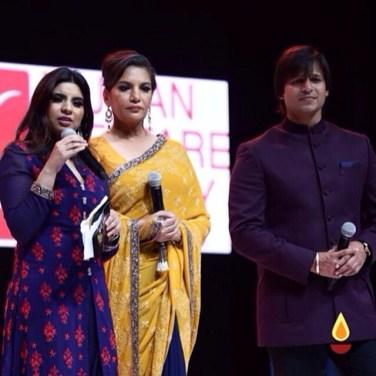 Shabana Azmi, Vivek Oberoi IIFA rocks