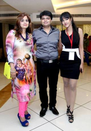 Sagarika with the owners of Pankaj Diamonds