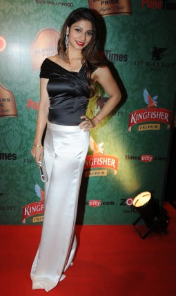 01-Tanishaa At Times Food Awards Pune In Harsh Harsh Outfit copy
