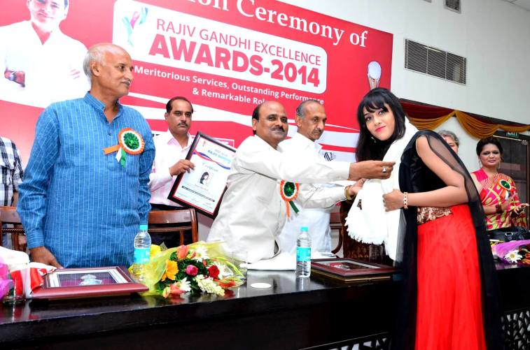 Sagarika receiving the award 1