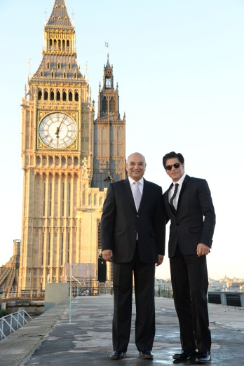 Rt Hon Keith Vaz MP and Shah Rukh Khan at Britain's House of Commons in London DSC_5424