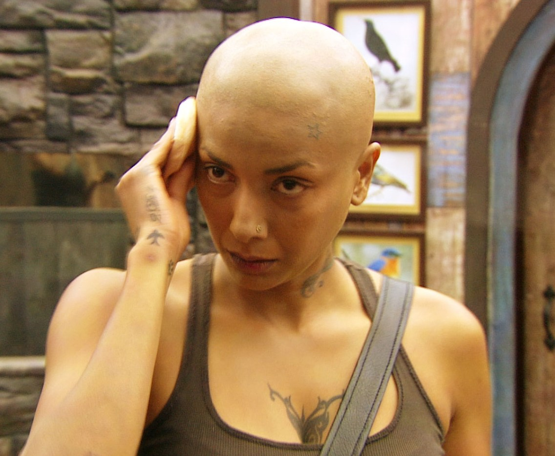 Diandra Soares goes bald in Bigg Boss. - Pic 1