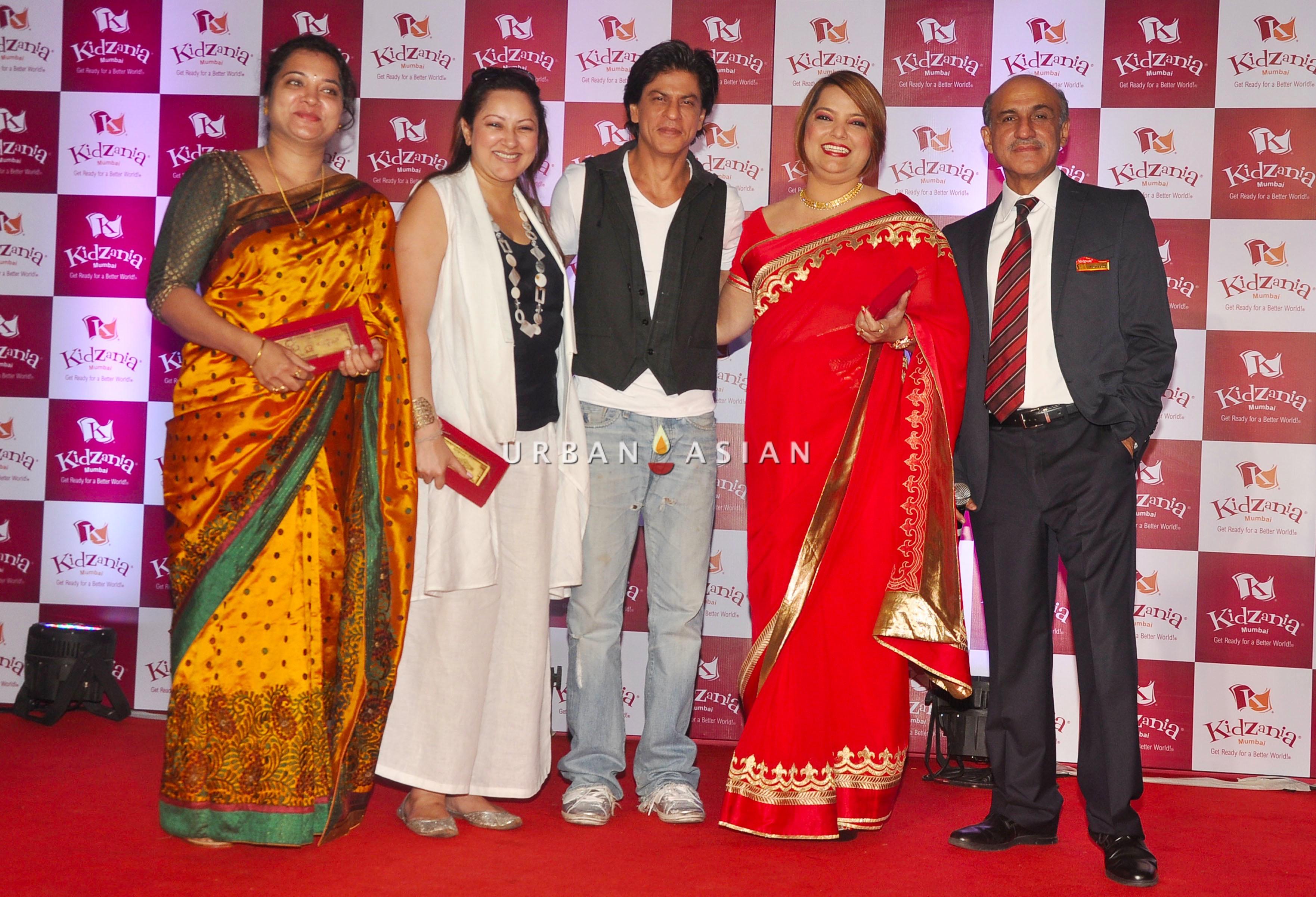 JYOTI NAIR, LINA ASHAR, SRK, VANDANA LULLA AND SANJEEV KUMAR AT KIDZANIA DSC_6111