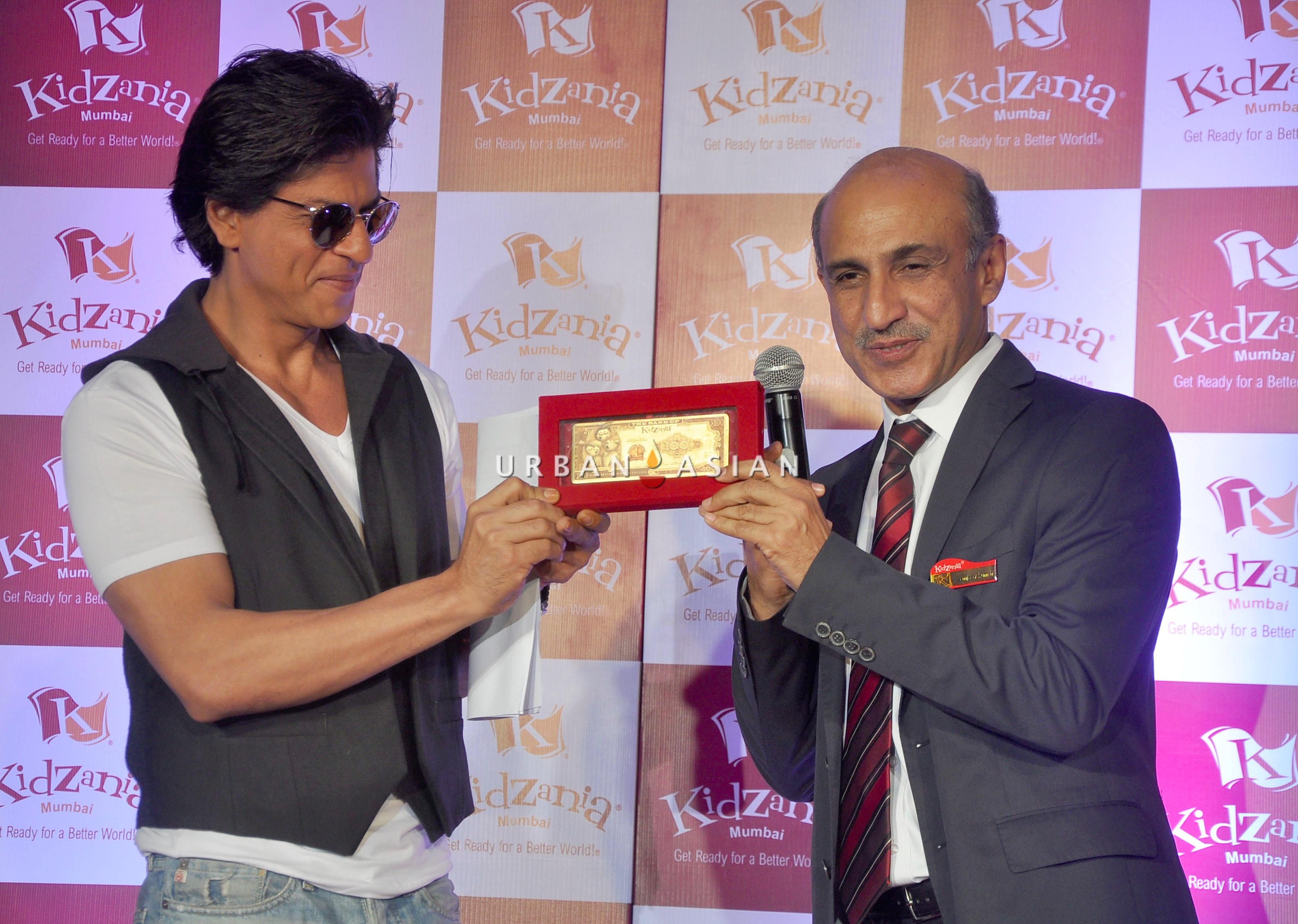 SRK AND SANJEEV KUMAR, DIRECTOR AND CEO OF KIDZANIA INDIA DSC_5900
