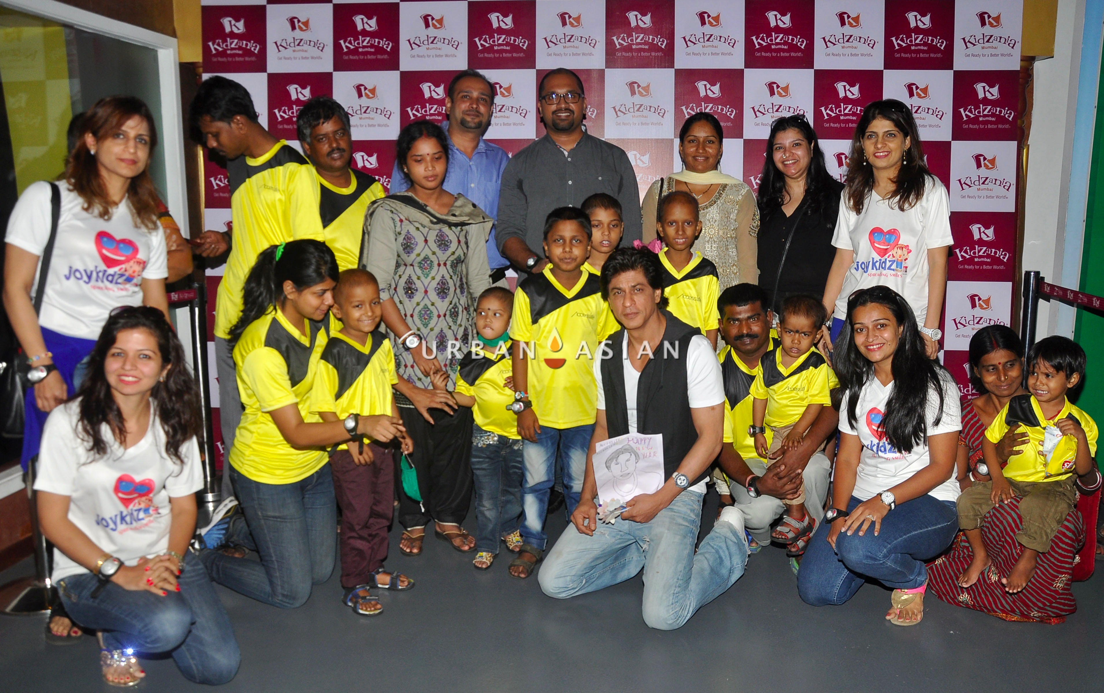 SRK WITH THE CHILDREN AND THEIR FAMILIES OF ACCESS LIFE NGO AT KIDZANIA DSC_6397