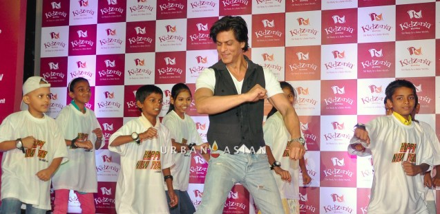 SRK WITH THE CHILDREN OF ANGEL XPRESS FOUNDATION AT KIDZANIA DSC_6306