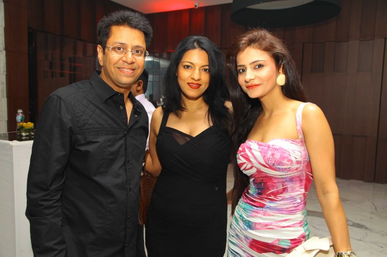 Neha Dwivedi and Sabiya with Anand Saxena at B'day Bash