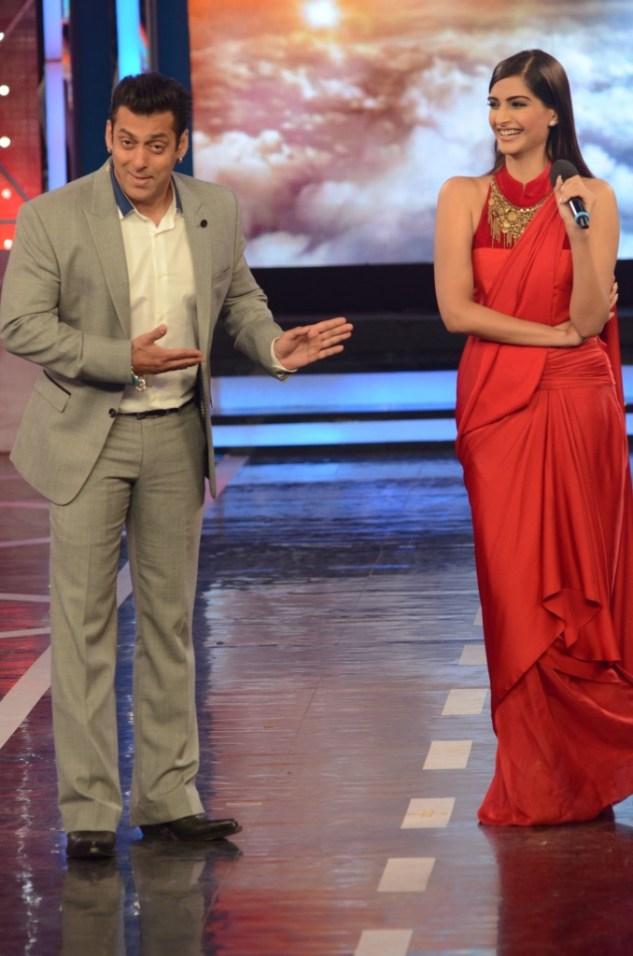 Salman Khan Sonam Kapoor and Arbaaz Khan In Bigg Boss 8 (2)