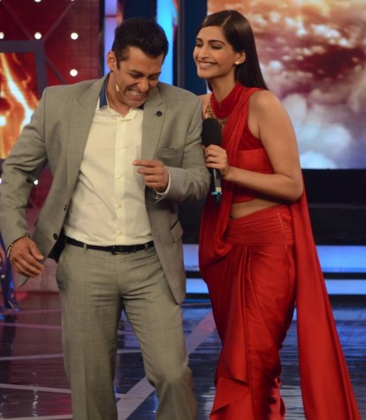 Salman Khan Sonam Kapoor and Arbaaz Khan In Bigg Boss 8 (6)