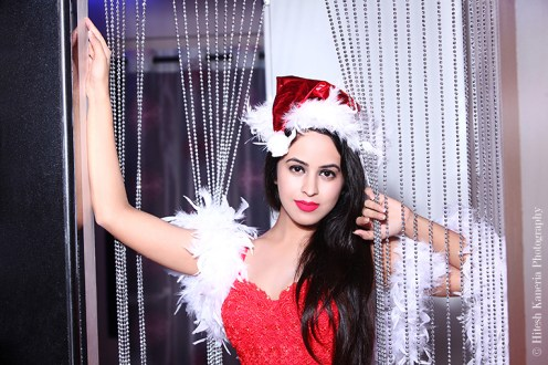 Shobhita Rana Sexy Santa....