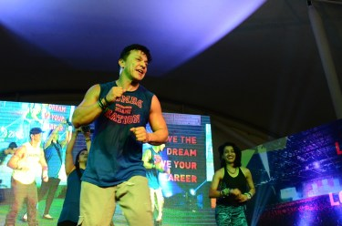 Beto Perez on stage (2)