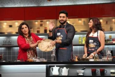 Farah shows off Abhishek's chicken