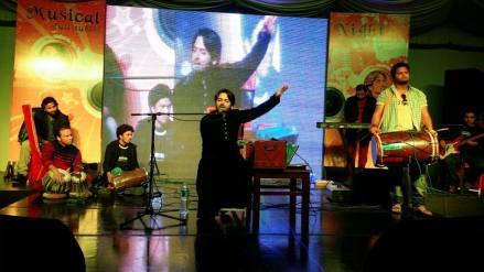 Nadeem Abbas performing