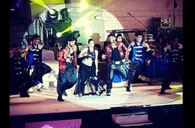 Nicole performing with Arjun Kapoor and Ranveer Singh