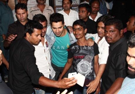 varun dhawan visits Gaeity Galaxy (32)