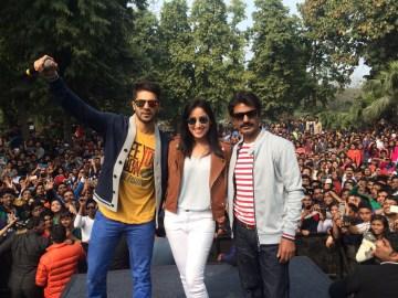 Varun Dhawan, Yami Gautam and Nawazuddin Siddique at Shivaji College Delhi (5)
