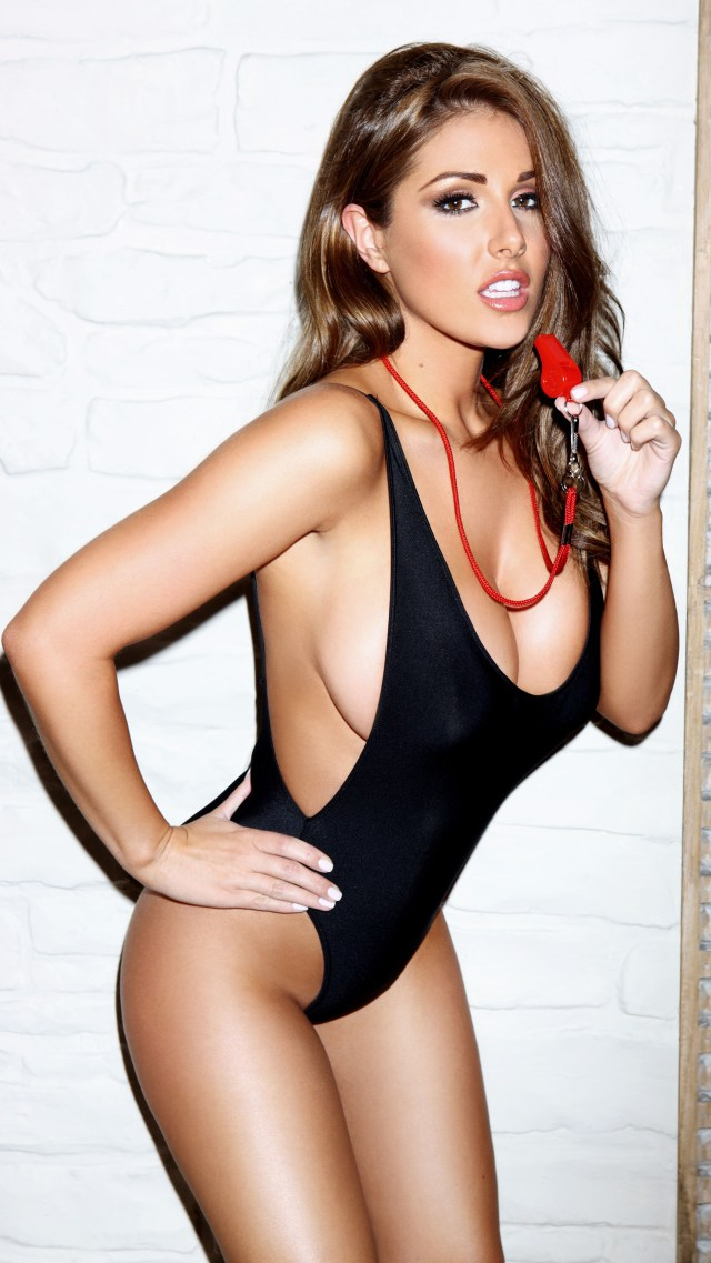 Super Model Lucy Pinder to woo Bollywood!