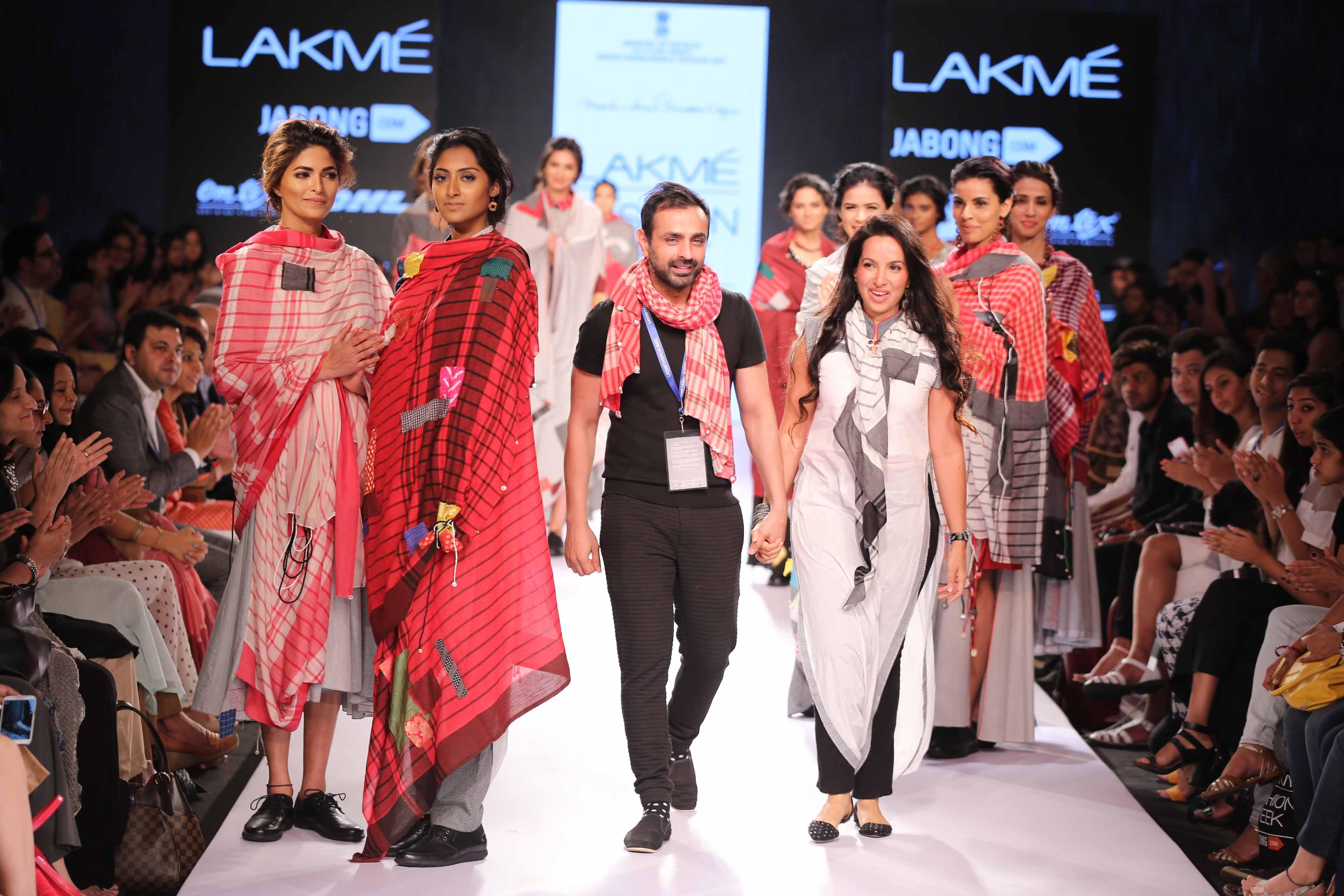 Mayank Anand - Shraddha Nigam at Lakme Fashion Week Summer Resort 2015 (18)