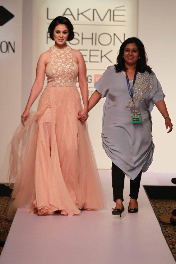 Showstopper Ajana Sukhani walks for Parul Bhargava