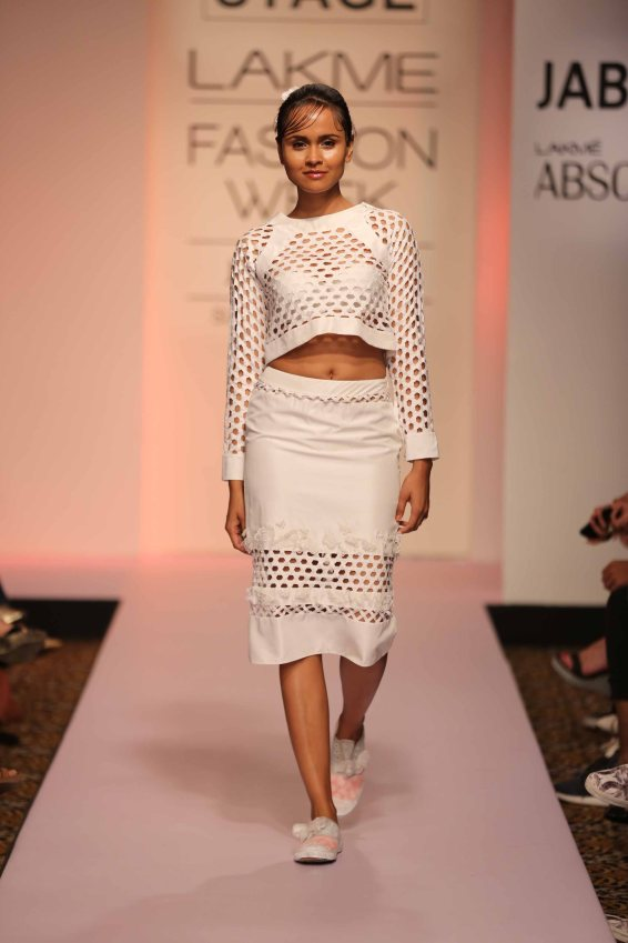 Surbhi Shekhar at Lakme Fashion Week 2015 (1)