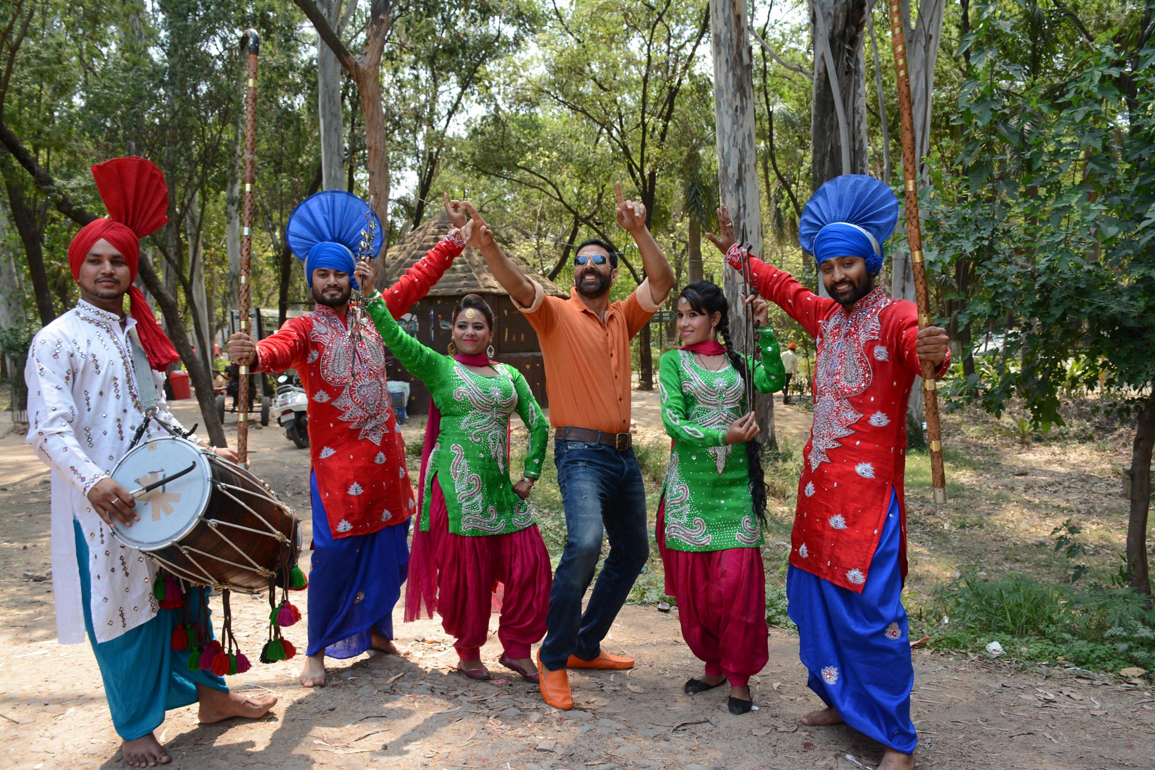 Akshay Kumar dancing